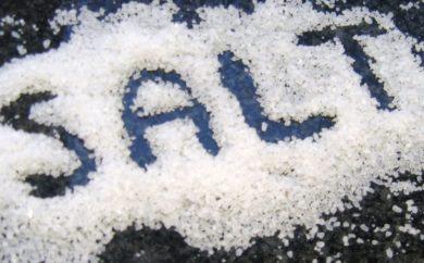 Quanto sale dovremmo mangiare? Ne assumiamo troppo o troppo poco? Scopriamolo.