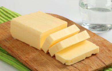 In passato lo abbiamo bistrattato con troppa superficialità, eppure le proprietà nutrizionali del burro sono troppo importanti per essere sottovalutate. Scopriamole.