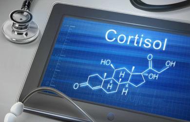 Il cortisolo è un'arma a doppio taglio, in particolare per uno sportivo. Scopri come e quando intervenire con la dieta per limitarne gli effetti negativi.