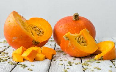 Il sapore dolce e gustoso della zucca ci induce a considerarla più un sostituto delle patate che delle verdure. Ma siamo sicuri che le cose stiano così?