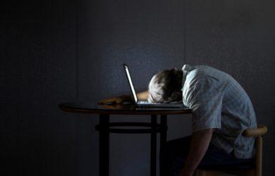 Lavorare di notte rappresenta un rischio per la salute se non controllato. Come alimentarsi per ridurre i fattori di rischio legati al lavoro notturno?