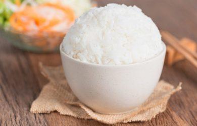 La pratica di raffreddare il riso e la pasta per ridurne l'indice glicemico ha preso piede da qualche anno. In cosa consiste? E quali sono i vantaggi?
