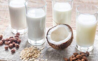 Sostituire il latte vaccino è una scelta sempre valida? No, anche alcuni latti vegetali nascondono delle insidie. Qui ti spiego come scegliere quello giusto.